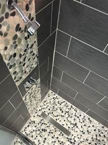 galet noir salle de bain