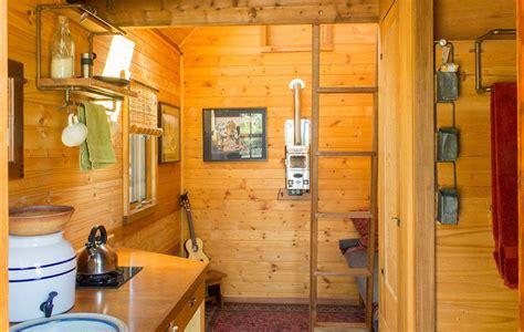 super small house kozy kabin sq ft tiny design ideas le tuan home dee s kozy kabin tiny house swoon