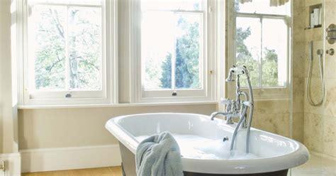 repaint bathtub how to repaint cast iron bath tubs ehow uk