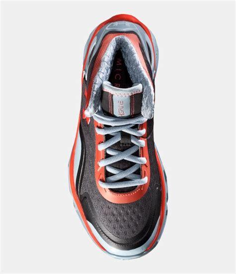 ua spine basketball shoes boys ua spine bionic grade school basketball shoes