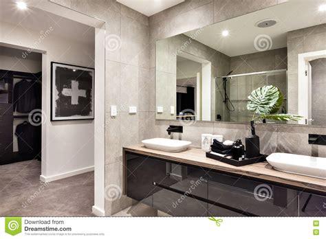 controsoffitto per bagno controsoffitto nel bagno piastrelle a tutta altezza sulle