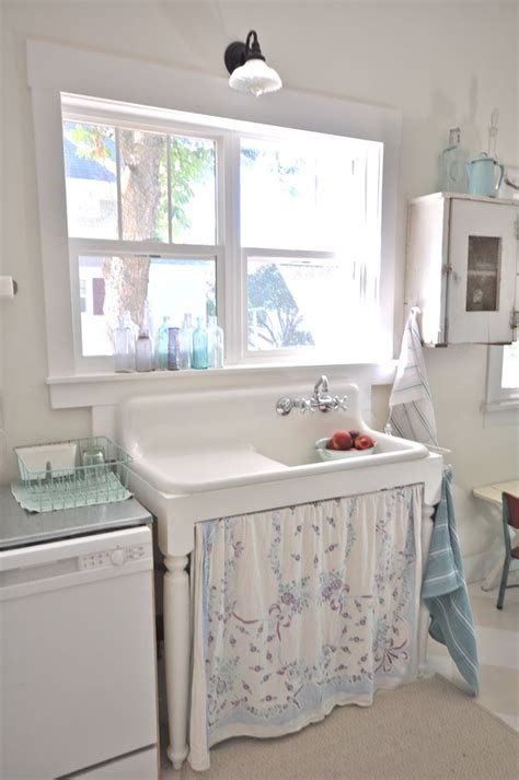 vintagewhitesblog com vintage kitchen farmhouse sink