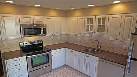 Decorating Ideas For Kitchens With White Appliances Kitchen Design White Cabinets White Appliances Decorating