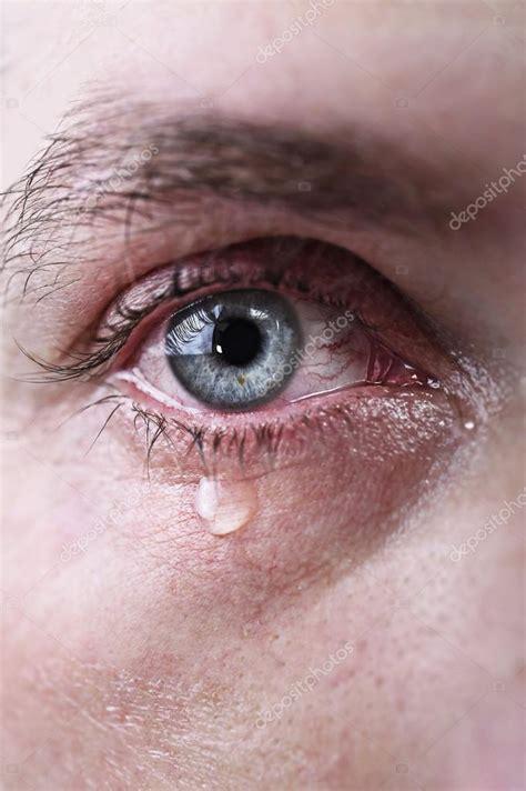 imagenes de ojos azules llorando cerrar de ojos azules del hombre llorando llorando triste