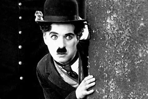 mini biography charlie chaplin great britons charlie chaplin the first great