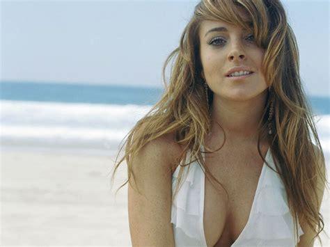 Lindsay lohan hot in beach