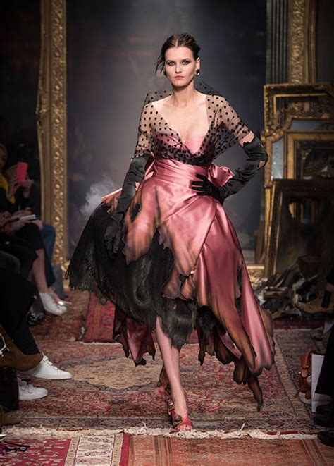 Dress Fashion Show by Moschino Fall 2016 Winter 2017 Fashion Show Review