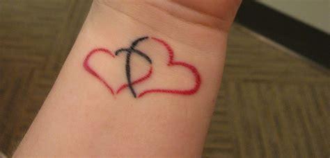 tatuajes de corazones entrelazados