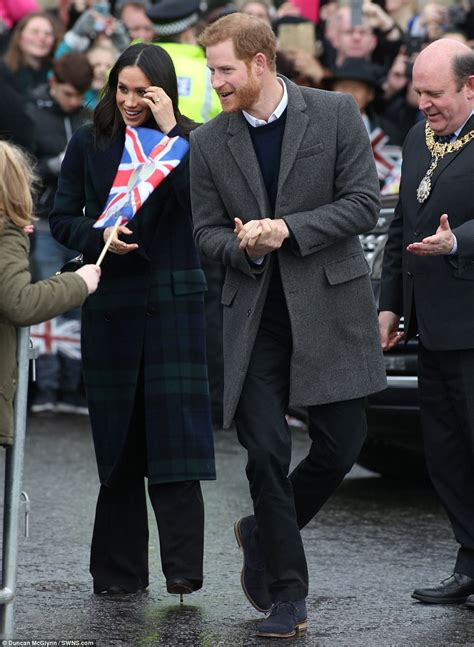 harry and meghan prince harry takes meghan markle to greet edinburgh locals