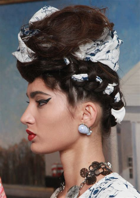 Frida Kahlo Hairstyle by 3 Ways To Wear Frida Kahlo S Fabric Woven Braids Photos
