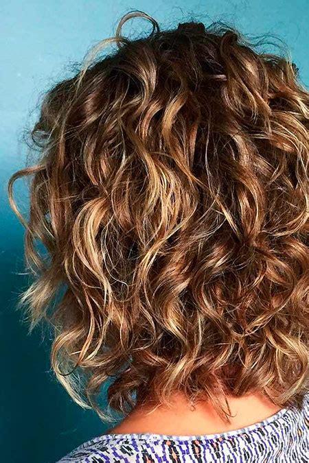kurze lockige haarschnitte fuer frauen frisur