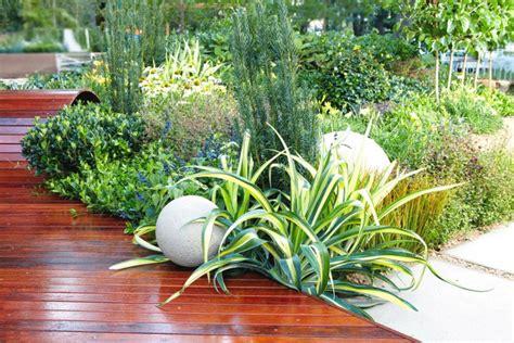 Deck Plants by Mifgs Garden Build Gardendrum