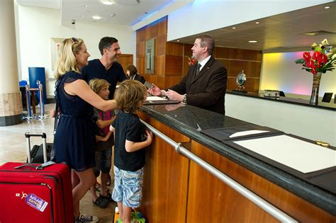 Front Desk Tip by Travel And Hotel Tipping Guidelines When And How Much To