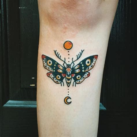 tattoo below knee pain a little moth under the knee for britt today thank you