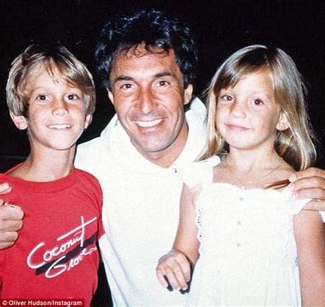 oliver hudson father kate hudson on how she coped after biological father bill