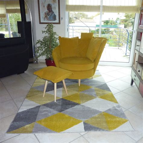 Tapis Design Salon by Tapis Design Grafik Grand Tapis De Salon Aux Tons Jaunes