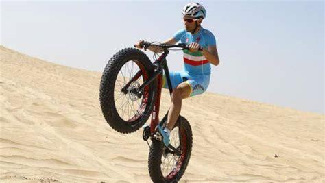 fatboy l dubai una bici ed 232 acrobazia nibali show sulle dune la