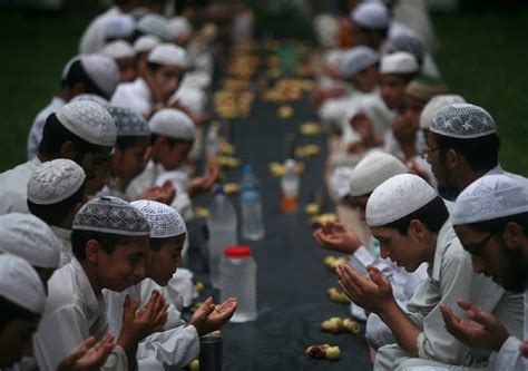 muslim fasting muslims banned from forcing shariah on by india