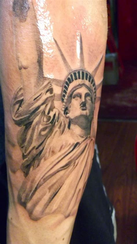 statue tattoo designs best 25 statue of liberty ideas on
