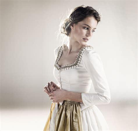 Weißes Schlichtes Brautkleid by Schlafzimmer Wandfarbe Empfehlung