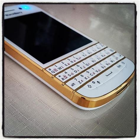 Casing Black Berry Q10 Gold my q10 with gold accents blackberry forums at crackberry