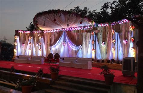 94 outdoor wedding stage decorations indian wedding stage decoration 3png 823x411 red white