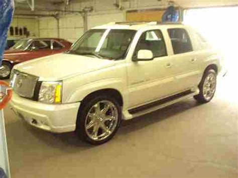 find used 2002 cadillac escalade pick up ext tv dvd gps 22 inch wheels in montreal quebec canada find used 2002 cadillac escalade ext crew cab pickup 4 door 6 0l in waterloo iowa united states