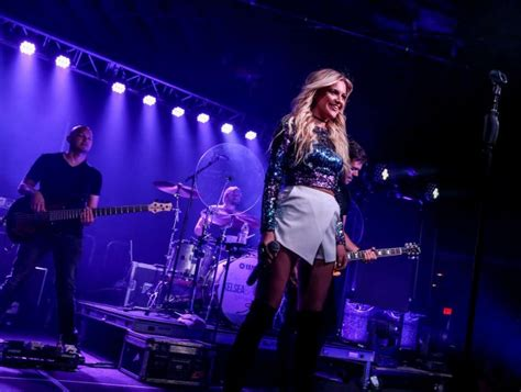 jon pardi fan club musicians on call and nash present kelsea ballerini with