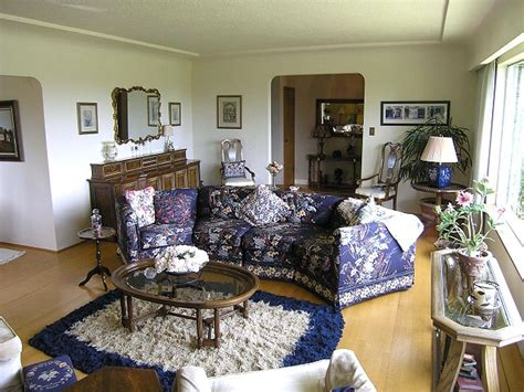 much furniture in living room staging dos and don ts from bridget savereux hgtv