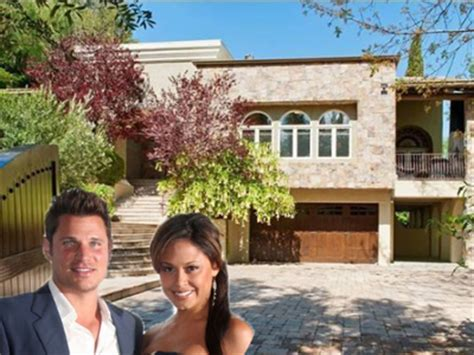 house to buy in los angeles house of the day nick lachey and vanessa minnillo buy a 2 85 million estate in los angeles