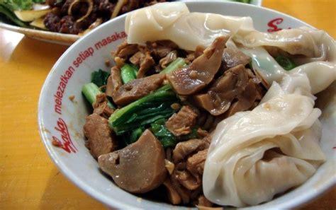 membuat mie ayam ala restoran rm akoen yamien legendaris dan bistik gaya china dari