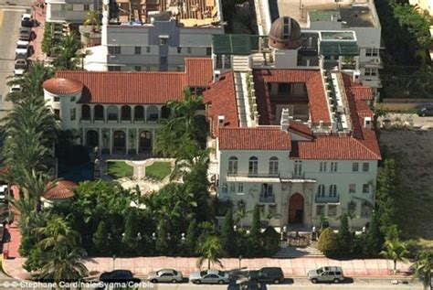gianni versace house versace mansion finally sold for 41 5 million extravaganzi