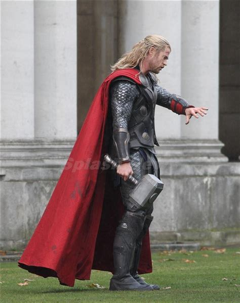 film thor sinopsis thor the dark world new set photos of chris hemsworth