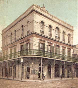 haunted houses in new orleans new orleans haunted house madam lalaurie s mansion hauntedhouses com