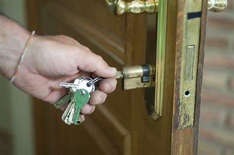 al cerrar la puerta problemas al cerrar la puerta