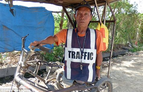Bor Ces traffic officer with no legs still manages to road