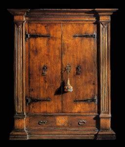 armadi antichi arredare la casa con mobili antichi l armadio antico e la