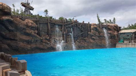 wave pool typhoon lagoon walt disney world piscina de olas youtube