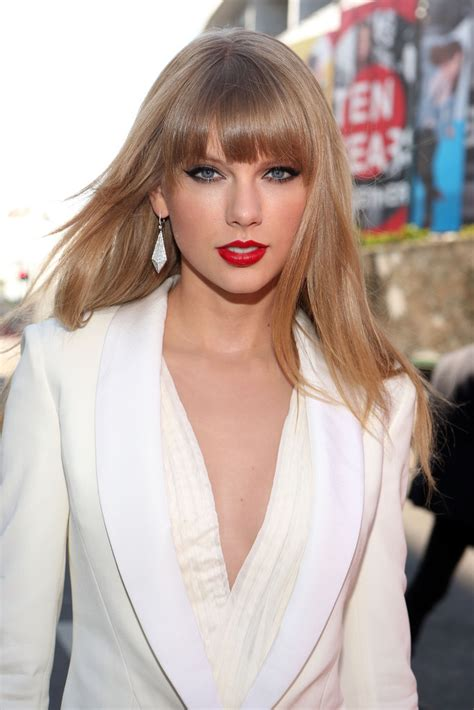pictures of taylor swift with straight hair and bangs and bob taylor swifts long straight haircut with blunt bangs