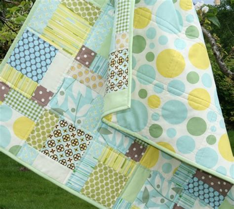 Disappearing 9 Patch Baby Quilt by Cluck Cluck Sew Nicey Disappearing 9 Patch