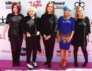 tmobile gogo billboard music awards sees belinda carlisle reunite with