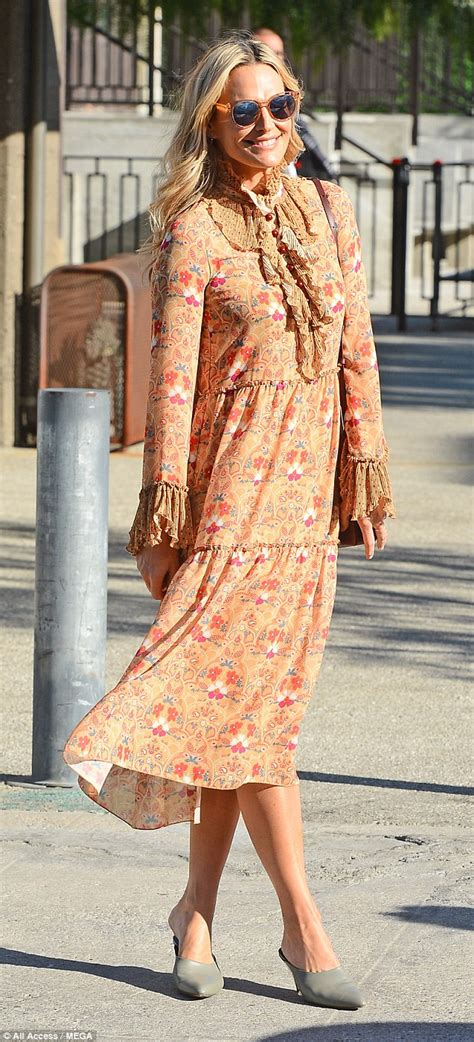 Supermodel Chic by Molly Sims Is Supermodel Chic In Breezy Floral Print Dress