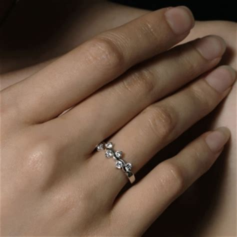 wedding rings for on finger