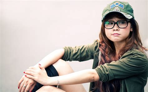 stylish tattoo girl wallpaper gorgeous girl glasses wallpaper 1680x1050 26114