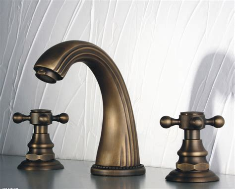 Antique Faucet Handles by Classic Widespread Bathroom Faucet With Cross Handles In