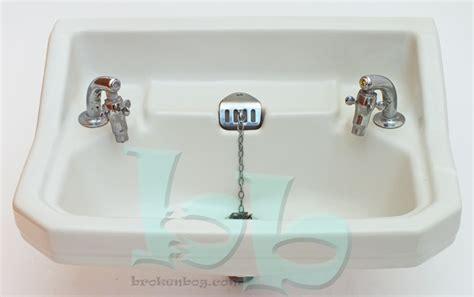 standard cut corner 22x16 vintage washbasin sink white