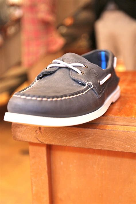 how to lace boat shoes here are some pictures and video on how to tuck your