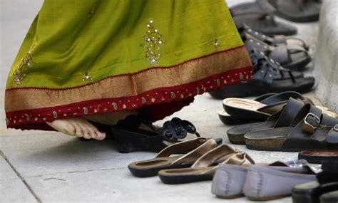 7 Reasons Why Shouldnt Give Up Wearing Heels by 10 Things Foreigners Should Avoid Doing When In India