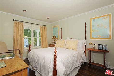 selena gomez bedroom selena gomez bought a cute new house in studio city