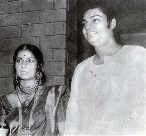 biography of hindi film actress tanuja in pics bollywood s mukherjee samarth family tree
